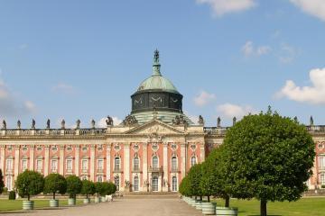 Potsdam: Autoverhuur bij 1 afhaalpunten