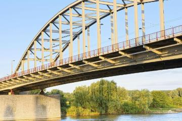 Arnhem: Car rentals in 2 pickup locations