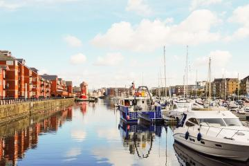 Swansea: Car rentals in 1 pickup location