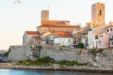 Antibes: Car rentals in 2 pickup locations