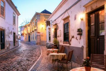 Faro: Aluguer de carros em 2 localizações de recolha