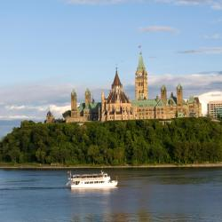 Ottawa 18 hotels with a jacuzzi