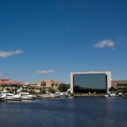 Pensacola 32 hotels with a jacuzzi