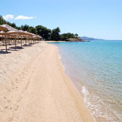 Kastrosikia 6 hotels with pools