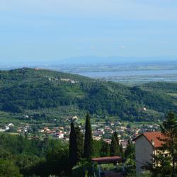 Corsanico-Bargecchia 77 hotels