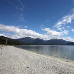 Manapouri 16 hotels
