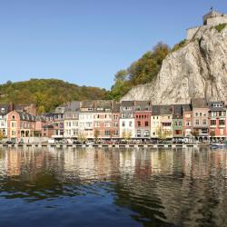 Dinant 65 hotels