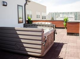 NEW Luxurious Vacation Home in DT Denver Sleeps 12