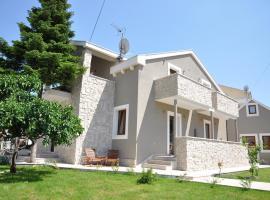 Villa Lučica Trogir, hotel in Trogir