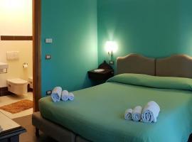 Casa Del Sole, hotel in Soverato Marina