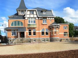 Charmehotel Villa Saporis, hotel with pools in Hasselt