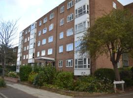 2 Bedroom Apartment in Stratton Court Central Surbiton