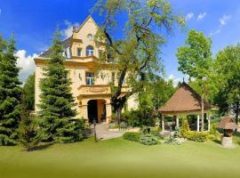 Kurort Agnes Willa Sanssouci-Dauc LTD, pet-friendly hotel in Kudowa-Zdrój