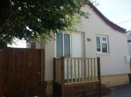 Sandy Cottage, hotel in Clacton-on-Sea