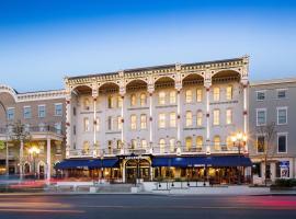 Adelphi Hotel, family hotel in Saratoga Springs