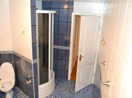 Трехкомнатная квартира Теплый стан, отель в Москве