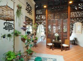 Carnarvon House, guest house in George Town