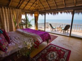 Dwarka Eco Beach Resort, resort en Cola