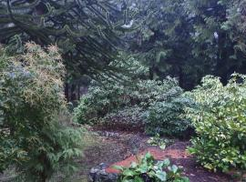 Sacred Pilgrimage Studio, hotel near Olympic View Golf Course, Metchosin