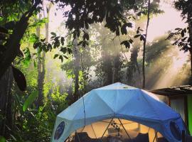 Faith Glamping Dome Costa Rica, B&B in Manzanillo