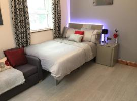 Spacious Apartment - Near Piccadilly Stn! Wifi & Parking, hotel near Manchester Apollo, Manchester