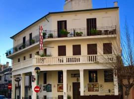 Hostal Atlanta, beach hotel in El Arenal