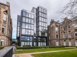 Modern central apartment, self catering accommodation in Edinburgh
