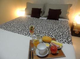 Casa para 4 pessoas a 500 mt da praia, hotel in Itapema