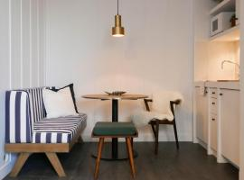 "Getaway Studios ""The Providence"" Oostende, budget hotel in Ostend"