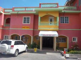Tropical Court Resort Near Montego Bay Airport, hotel in Montego Bay