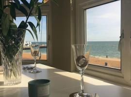 Stones Throw From The Beach, hotel near Spitbank Fort, Portsmouth