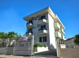 Residencial San Jorge, hotel near Russi & Russi Shopping Mall, Bombinhas