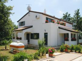 Apartmani BAUK, hotel near Baredine Cave, Poreč
