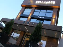 Hollywood De Luxe