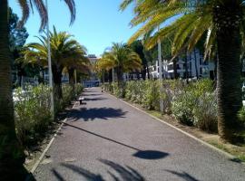 APPART NEUF 74m2 proche piscine et parc des sports, accessible hotel in Perpignan