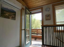 Alpenglow Unit #2 (Laughing Magpie), pet-friendly hotel in Ouray