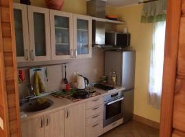 "Бунгало НП ""Горное"" на Банном, self catering accommodation in Zelenaya Polyana"