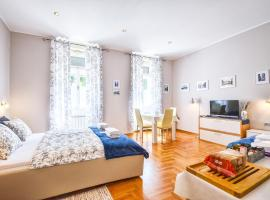 Lavender - City Room with free parking, hotel near Karlo Rojc Community Center, Pula
