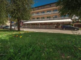 Hotel Macola, hotel in Korenica