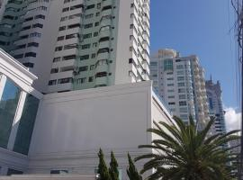 Novo lar Camboriu Park, hotel near Park Cyro Gevaerd, Balneário Camboriú