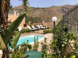 Villa Nina Apartments, hotel near Il Picciolo Golf Club, Taormina