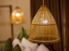 Purple Hue BnB, hotel in Hue
