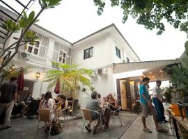 Red Inn Cabana, guest house in George Town