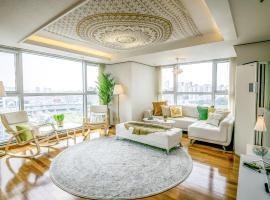 Superior Cozy Home J
