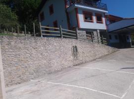la besnada, pet-friendly hotel in Nieda