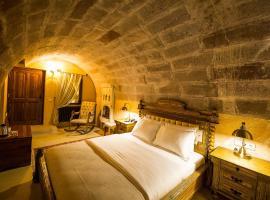 Maya Cave, מלון באוצ'יסר