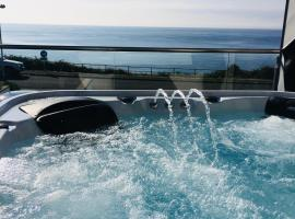 SEA CLIFF I The Miniature Boutique Hotel with Hot Tubs and Steam Room, hotel in Douglas