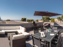 Le Vallat vue mer cassis terrasse privative spa jacuzzi barbecue calanques, spa hotel in Cassis