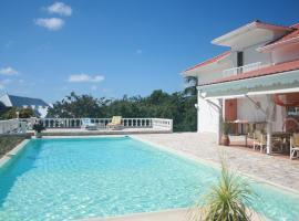 Anoli bleu: joli bungalow dans un cadre calme