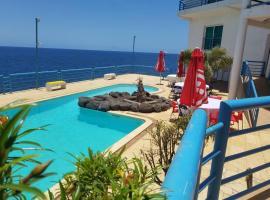 Maresia Guest House, hostel in Praia